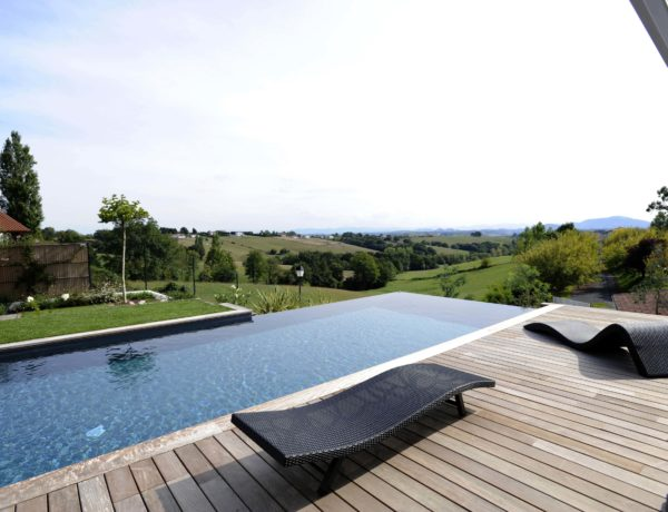 Construire-sa-maison-avec-piscine-quels-en-sont-les-avantages-.jpg